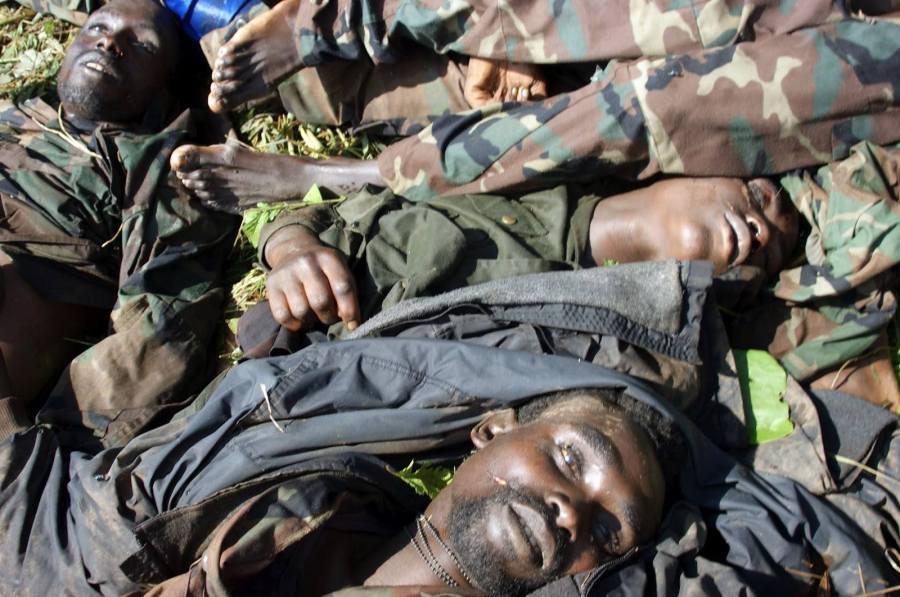 LES REBELLES DU M23 SE REGROUPENT DANS LES MONTAGNES PRES DE LA FRONTIERE ENTRE LA RDC ET L'OUGANDA.